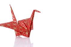 Roter Origami Friedenskran lizenzfreie stockbilder