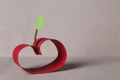 Roter Papierapfel Stockbild