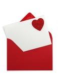 Roter Papierumschlag mit weißer Karte stockfotografie
