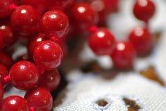 Roter Perlen-Halskettenabschluß oben Stockbild