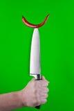 Roter Pfeffer auf Messer Stockfotografie