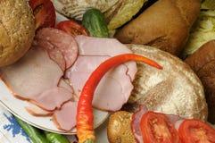 roter Pfeffer, Brot und Fleisch lizenzfreie stockfotos