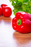 Roter Pfeffer, Kopfsalat und Tomaten Stockfotos