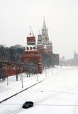Roter Platz umfaßt durch Schnee Stockfotos