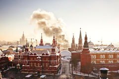 Roter Platz und der Kreml während des eisigen Tages des Winters Lizenzfreie Stockfotos