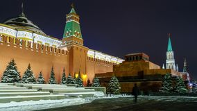 Roter Platz am Winterabend Der Kreml und Lenin-Mausoleum lizenzfreie stockbilder