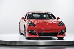 Roter Porsche Panamera GTS lizenzfreies stockbild
