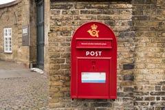 Roter Postbox Stockfoto