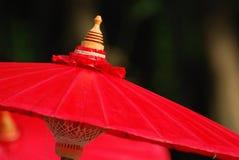 Roter Regenschirm lizenzfreie stockfotos