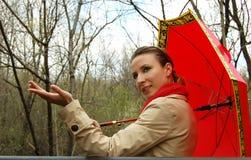 Roter Regenschirm lizenzfreies stockfoto