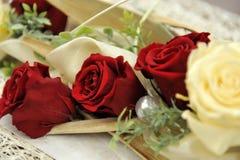 Roter Roseblumenstrauß Stockfoto