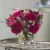 Roter Rosen-Blumenstrauß Stockfotos