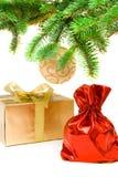 Roter Sack mit den Weihnachtsgeschenken Stockbild