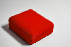 Roter Samt-Schmucksache-Kasten Lizenzfreie Stockbilder