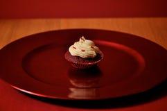 Roter Samt-Valentinsgruß-kleiner Kuchen Lizenzfreie Stockfotos