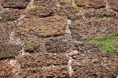 Roter schroffer Laterite-Stein blockiert Boden-Hintergrund Stockbild