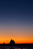 Roter Sonnenaufgang auf weißem Meer Stockbild