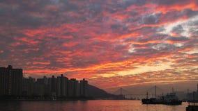 Roter Sonnenuntergang in dem Meer lizenzfreie stockfotos