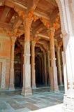Roter Spalteflur in Fatehpur Sikri Stockfotografie