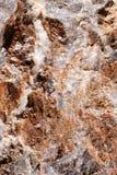 Roter Stein mit Schwarzweiss besprüht Stockfotos