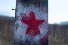 Roter Stern auf einem alten Hintergrund Stockbilder