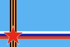 Roter Stern von russischen bewaffneten Kräften mit Schnitt St- Georgeband und russischer Flagge auf blauem Hintergrund Stockfoto