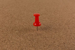 Roter Stift vom Korkenbrett-Beschaffenheitshintergrund Lizenzfreie Stockfotos