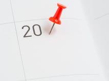 Roter Stift von 20 auf Kalenderpapier Stockbild