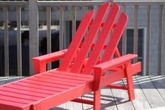 Roter Strandstuhl Stockfotos