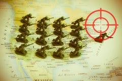 Roter Sucher über Rebellen auf USA-Gebiet: Fokus auf Libyen-Konflikt Stockbild