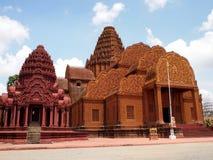 Roter tönerner Tempel in Kambodscha stockbild