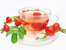 Roter Tee der Frucht mit wilder rosafarbener Beerenhüfte Stockfoto