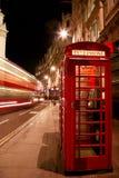 Roter Telefon-Stand lizenzfreie stockfotografie
