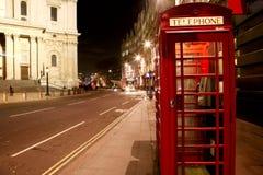 Roter Telefon-Stand stockbild