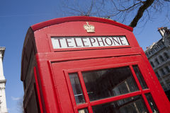 Roter Telefonkasten, London Stockbild