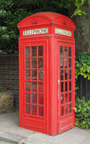 Roter Telefonkasten in London Lizenzfreies Stockfoto