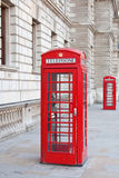 Roter Telefonstand in London Lizenzfreie Stockfotografie