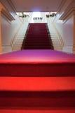 Roter Teppich zur Höhe Stockbild