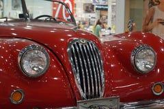 Roter Teufel zog sich, unverdient zur?ck Retro- Auto stockfotografie