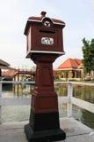 Roter thailändischer Briefkasten Stockfotografie