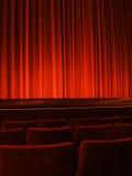 Roter Theater-Trennvorhang Stockfotografie