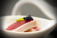 Roter Thunfisch auf einem Löffel Stockfotografie