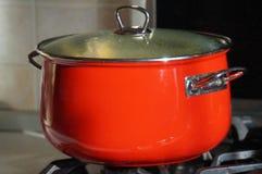 Roter Topf, Hauptansicht kochend Stockbilder