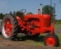 Roter Traktor Lizenzfreie Stockfotos