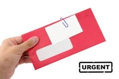 Roter Umschlag und unbelegte Visitenkarte Stockfotos