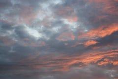 Roter und blauer Himmel Stockbild