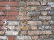 Roter und brauner Backsteinmauerbeschaffenheitshintergrund des alten Weinleseschmutzes Lizenzfreies Stockfoto
