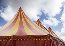 Roter und gelber Zirkus Stockfotografie