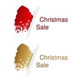 Roter und goldener Weihnachtsbaum mit Aufkleber für Werbetext auf dem weißen Hintergrund, Aufkleber mit Schatten Stockfotografie