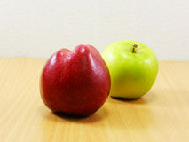 Roter und grüner Apfel Lizenzfreie Stockfotos